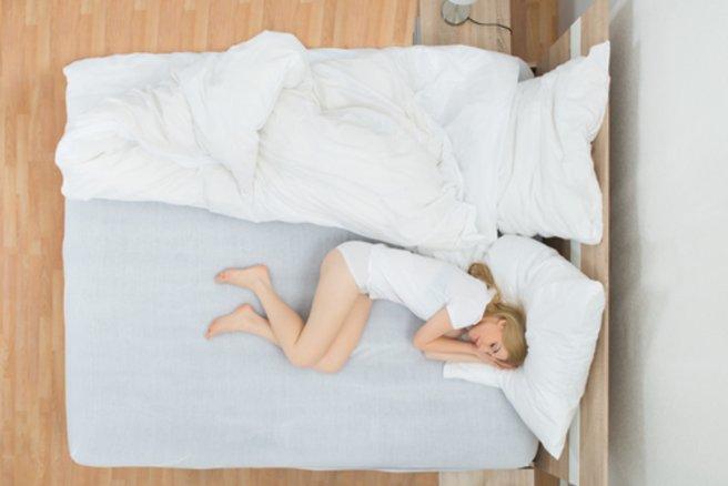 Ceux qui se lèvent du côté droit du lit mettraient 10 minutes de plus à être de bonne humeur. © Shutterstock