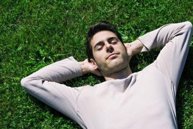 Faire une sieste de 30 minutes nous permet de recharger les batteries pour être plus concentré et productif au travail. © Laurent Vella