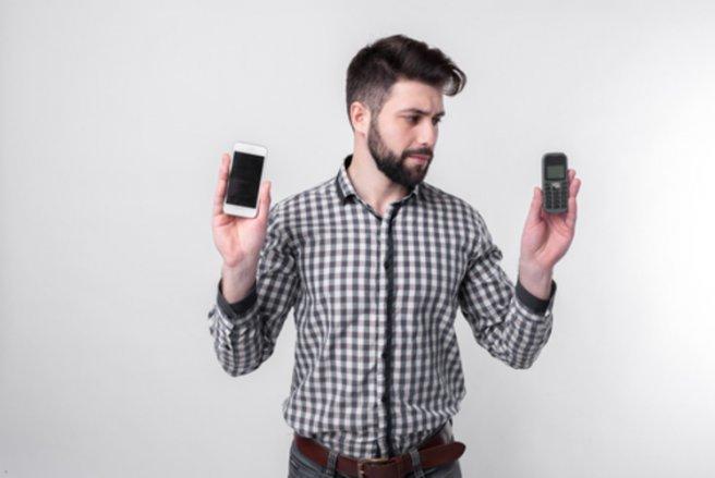 À partir du 15 novembre, il faudra soit changer de mobile soit changer d'opérateur ! © Shutterstock