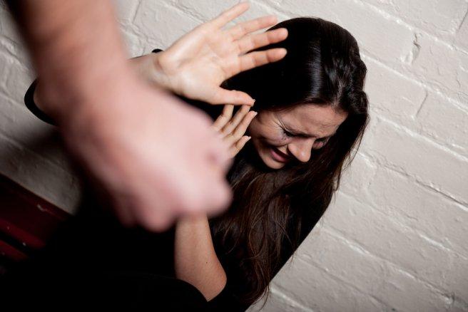 Le gouvernement souhaite doubler le budget consacré à la lutte contre les violences faites aux femmes. © Shutterstock