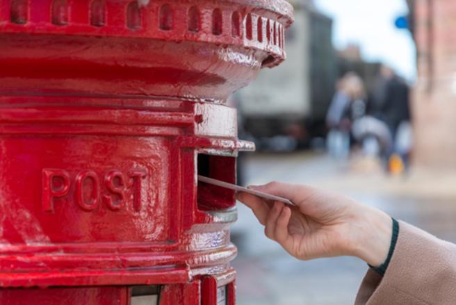 Le postier répond directement au domicile du garçon, à Blackburn en Écosse. © Shutterstock