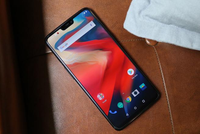 OnePlus innove sans cesse sur le marché des smartphones avec, par exemple, l'intégration du lecteur d'empreinte digitale sur l'écran. © Shutterstock