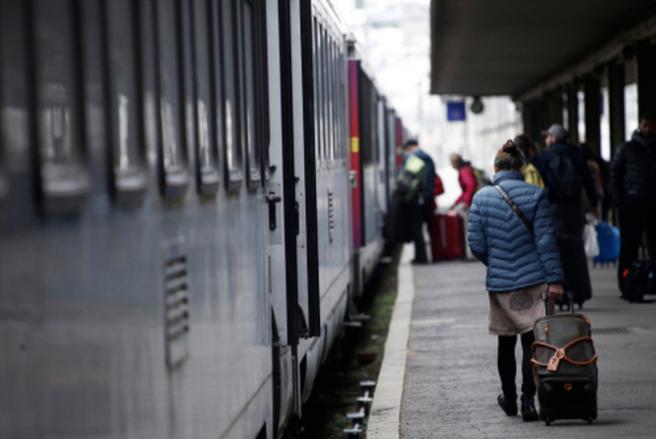 Des billets pas chers et des réductions sur les cartes de fidélité : la SNCF séduit ses usagers ! © Shutterstock