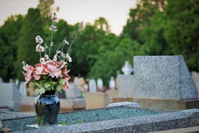 Certaines sociétés de pompes funèbres n'hésiteraient pas à faire du chantage sentimental à leurs clients. © Shutterstock