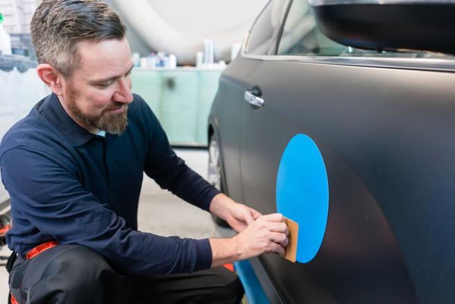 Faire de votre voiture un support publicitaire peut vous rapporter de l'argent. © Shutterstock