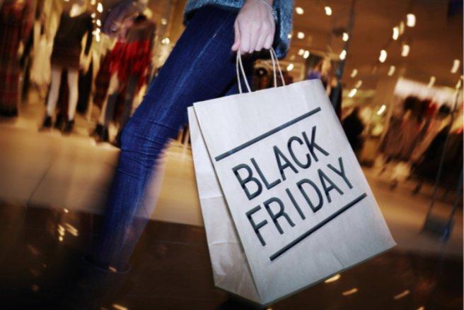 Le Black Friday est l'occasion pour les hackeurs de voler des données personnelles et bancaires - © Shutterstock