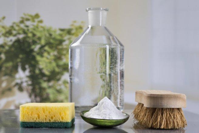 Vous pouvez changer vos habitudes tout en faisant des économiesen remplaçant vos produits ménagers par des produits naturels.