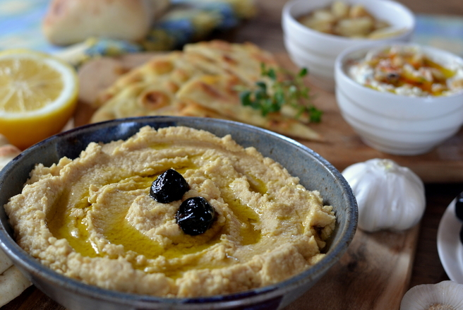 Le houmous est une recette très ancienne qui séduit pour ses qualités nutritionnelles et pour son goût inimitable.