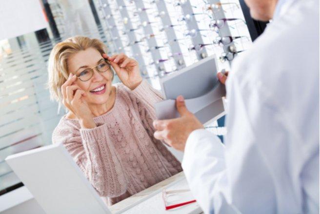En 2016, le prix moyen d'une paire de lunettes en France était de 297 €. © Shutterstock