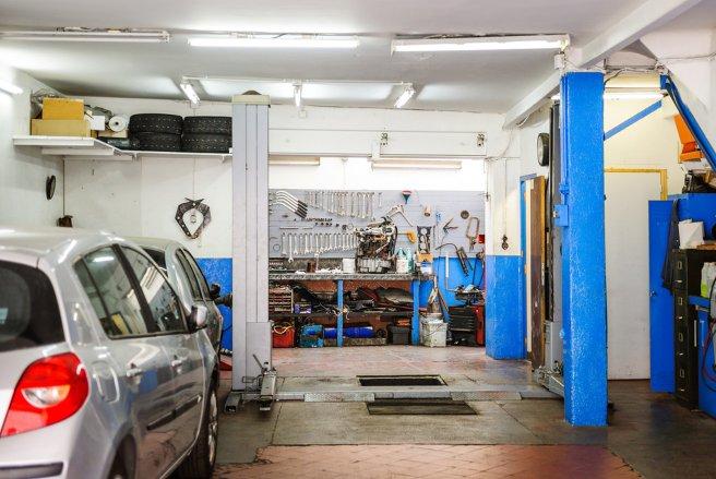 garages solidaires r parer sa voiture sans faire monter la facture. Black Bedroom Furniture Sets. Home Design Ideas