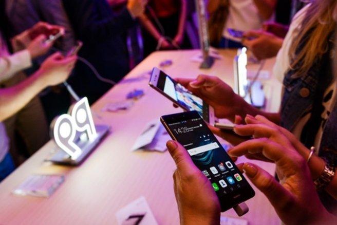 La marque Huawei offre d'excellents smartphones à moins de 300€. © Shutterstock
