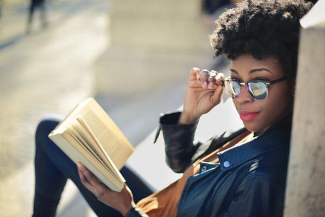 Les lunettes Visa sont équipées d'une puce NFC dans l'une des deux branches. © Shutterstock