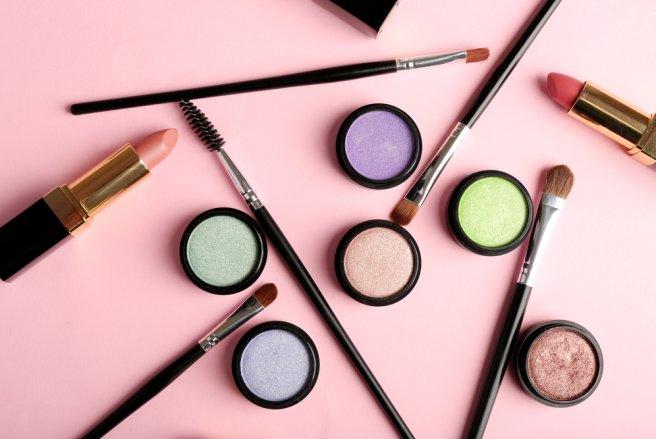 En changeant simplement quelques habitudes, vous ferez des petites économies sur vos produits cosmétiques.