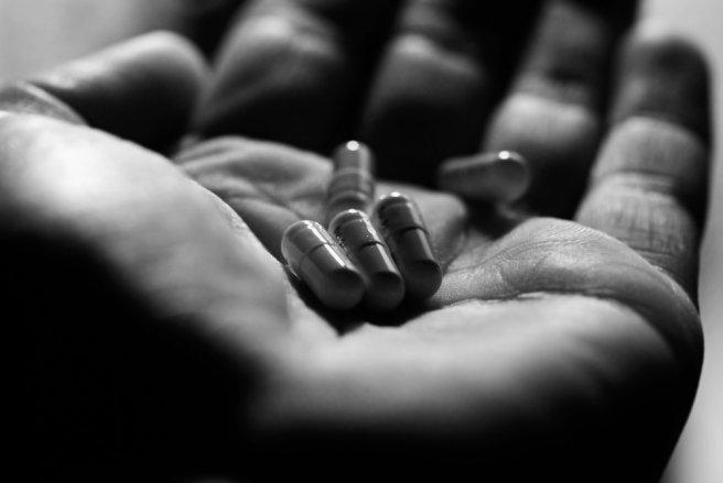 L'ibuprofène est un anti-inflammatoire non stéroïdien en vente libre sous de nombreuses appellations dont Advil, Algifor, Antarène, Irfen ou Nurofen. © Shutterstock