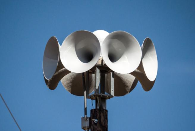 Les 2.000 sirènes ne sonneront plus à midi pile dans les villes et les villages. © Shutterstock