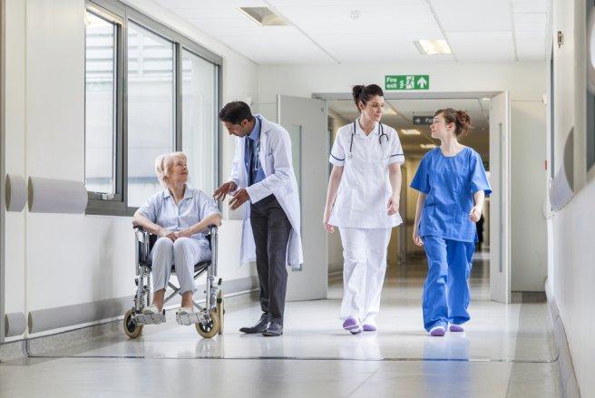 Le gouvernement a décidé d'augmenter de deux euros par jour et par personne le forfait hospitalier. © Shutterstock