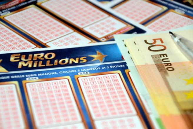 Les escrocs utilisent les logos de l'Euromillions mais aussi celui des notaires de France. © Shutterstock