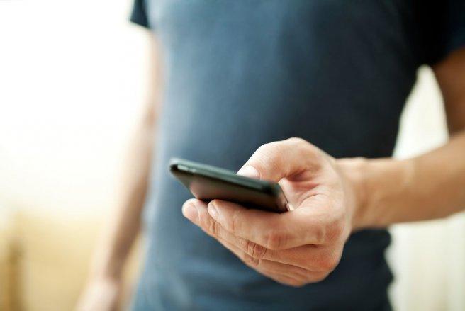 Durant seulement 15 jours, en août 2016, il lui a envoyé quelque 992 SMS insultants. © Shutterstock