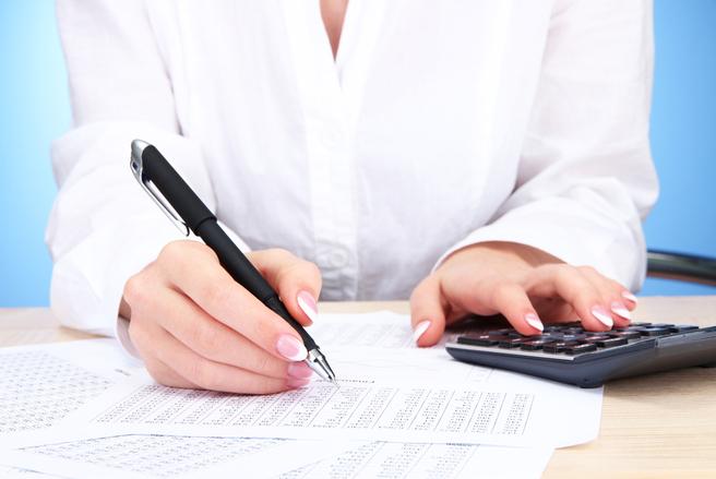 5 milliards de baisses d'impôts l'an prochain, mais des pensions et des allocations gelées. © Shutterstock