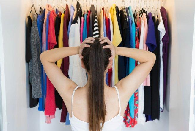 Votre dressing déborde ? Il donc temps de faire en tri en gardant auprès de vous que les vêtements que vous portez le plus souvent, et n'hésitez à vous séparer du reste !