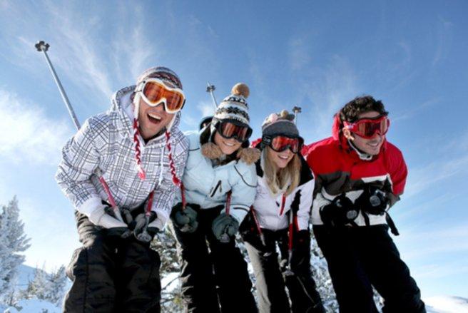 Au ski, pensez à emporter la carte bancaire avec laquelle skis et forfaits ont été réglés,  votre carte vitale et celle de votre mutuelle santé, en plus de votre attestation de responsabilité civile.© Shutterstock