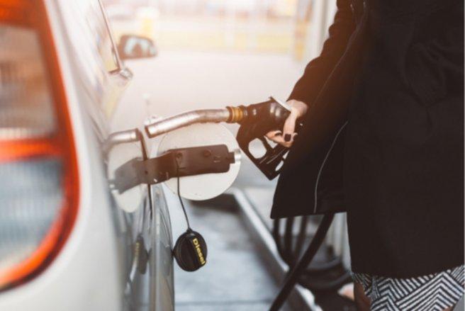 Avec la hause des prix à la pompe et le rééquilibrage essence/diesel, rouler au diesel deviendrait de moins en moins intéressant. © Shutterstock