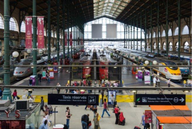 5% des voyageurs des trains bénéficieraient d'un avantage tarifaire réservé à un proche d'un salarié de la SNCF. © Shutterstock