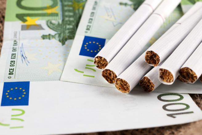 Six mois après la hausse du prix du paquet de cigarettes, les ventes sont en baisse de 9,2% en France. © Shutterstock