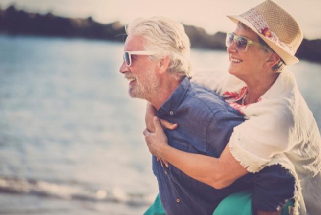 Le minimum vieillesse, appelé Aspa, fait l'objet d'une augmentation de 100 €échelonnée sur trois ans depuis avril 2018. © Shutterstock