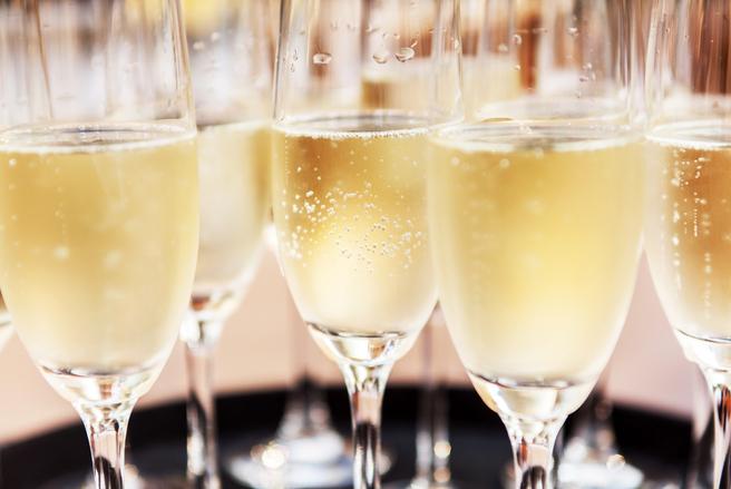 Des bouteilles de champagne commercialisées par Carrefour ont été vendues pour une somme dérisoire, par erreur. © Shutterstock