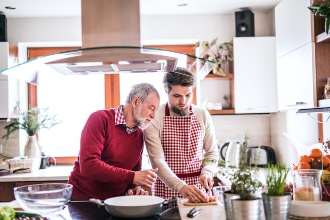 Des moments conviviaux et des échanges enrichissants, voilà ce que promet la cohabitation entre jeunes et seniors.