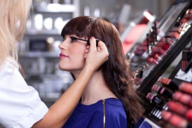 Je me fais maquiller gratuitement ! © berc - Fotolia.com