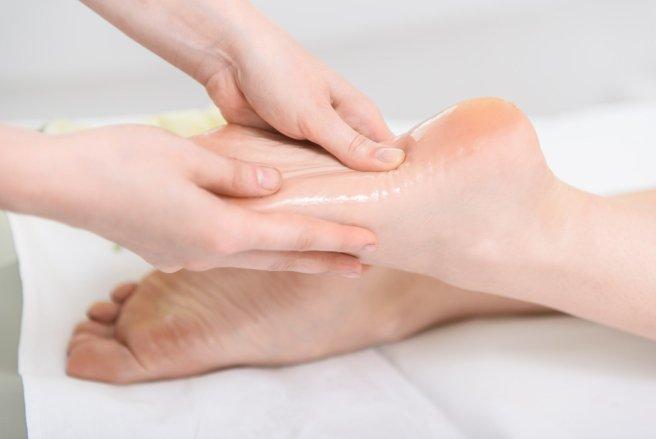 Soigner ses pieds en les massants, permet également de se détendre