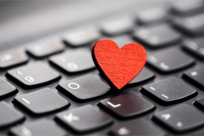 Un nouveau chatbot Facebook propose de rencontrer l'amour sans se voir. © Shutterstock