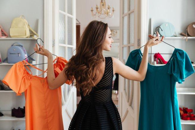 Couleurs, formes ou imprimés : certains styles de vêtements peuvent nous rajeunir en nous mettant en valeur.