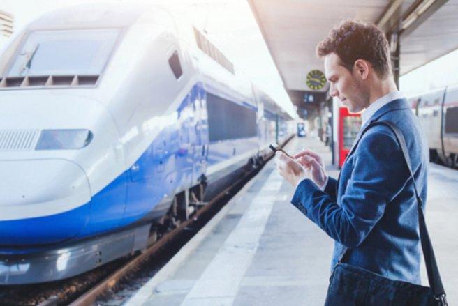 Cinq mois d'écoute sur Apple Music sont offerts aux internautes qui achètent un billet de train sur l'application OUI.sncf. © Shutterstock