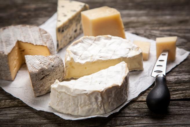 La pâte du fromage peut être aromatisée en fonction des souhaits du fabricant. © Shutterstock