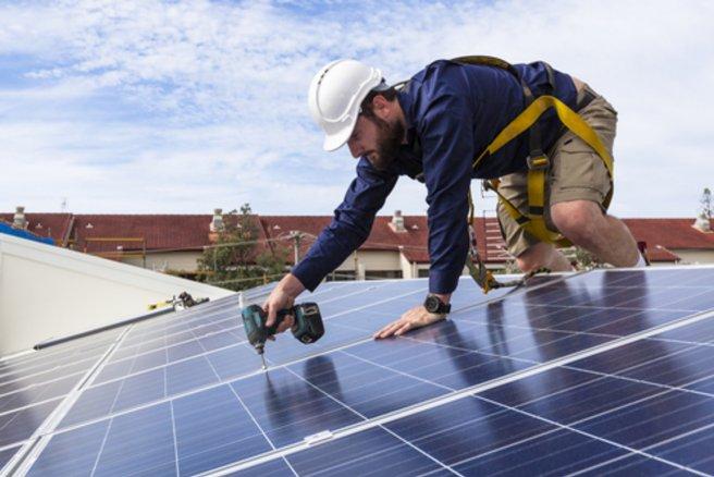 Sur le marché de la rénovation énergétique, les entreprises peu scrupuleuses se font de la concurrence. © Shutterstock
