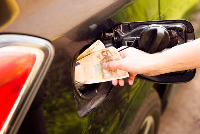 Le gouvernement dit assumer son choix d'augmenter les taxes sur le diesel et l'essence. © Shutterstock
