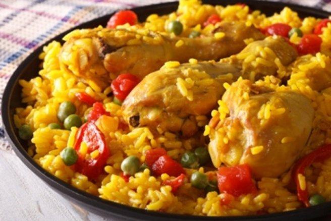 Repas de fêtes radin : la paella géante ! © Shutterstock