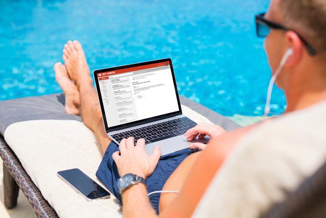 Ce n'est pas toujours simple de lever le pied en vacances. © Shutterstock