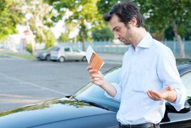 Les forfaits post-stationnement, peuvent ainsi atteindre jusqu'à 50 €à Paris ou 60 €à Lyon. © Shutterstock