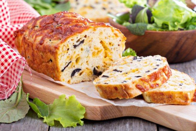 Salé ou sucré, le cake n'est qu'à base d'oeufs, de farine, de levure, de lait et de beurre.