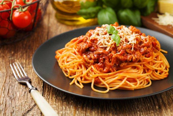 Les spaghetti sont probablement les pâtes les plus connues dans au monde. Quoi donc de plus normal qu'il existe de nombreuses recettes.