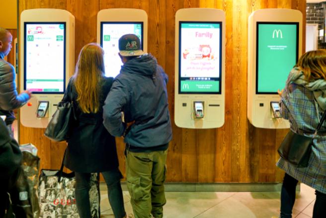 Au total, huit écrans tactiles comportaient de la matière fécale dans les restaurants McDonald's de Londres et Birmingham. © Shutterstock