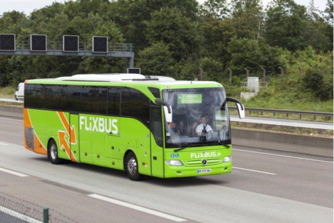 Les cars électriques pourront transporter 60 personnes entre Paris et Amiens. © Shutterstock