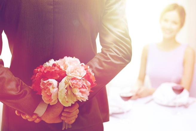 Commune au sein de la petite bourgeoisie urbaine depuis le XVIIIe siècle, la mode de la célébration des anniversaires de mariage ne s'est démocratisée qu'au cours du siècle qui suivit.