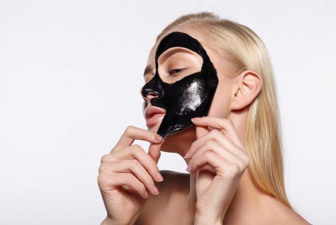 Des masques noirs non conformes sont vendus sur le marché français. © Shutterstock