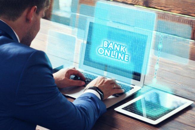Les frais bancaires pratiqués par les banques mobiles sont moins élevés. (c) Shutterstock