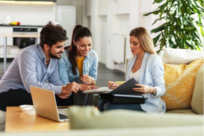 L'Insee envoie toujours un courrier pour prévenir de son passage chez un particulier. © Shutterstock